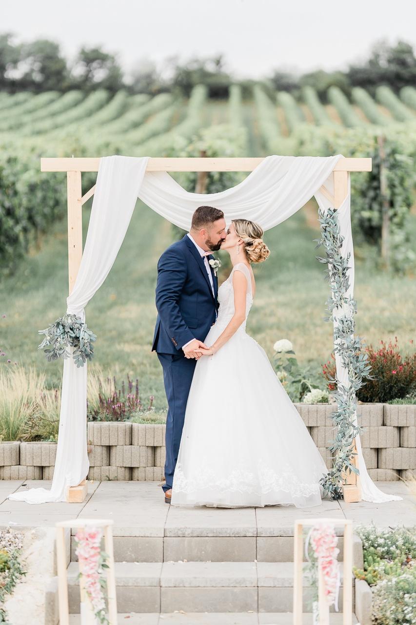 svadobny bozk novomanželov pri slavobráne